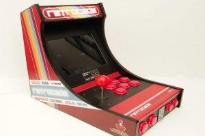 Imagen de la máquina arcade impresa y con raspberry Pi.