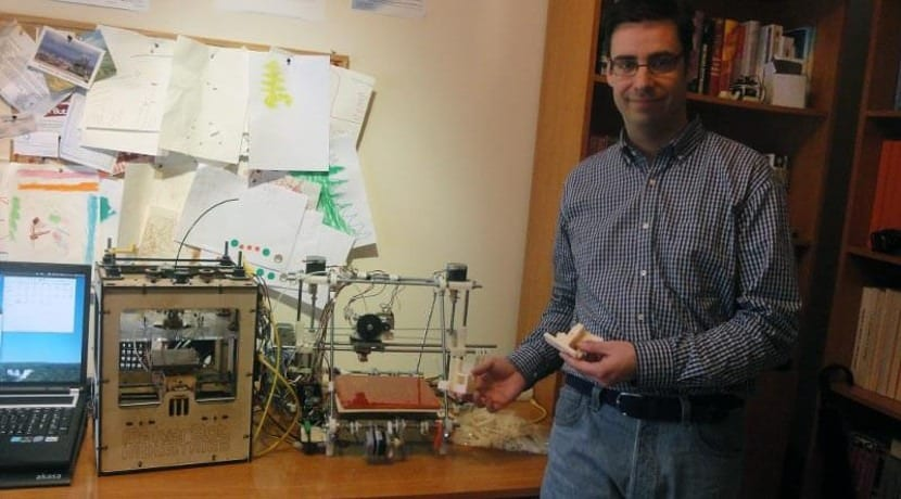 Obi Juan junto a una impresora 3D de Clone Wars