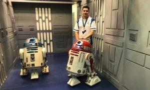 R4-P17 junto a R2-D2