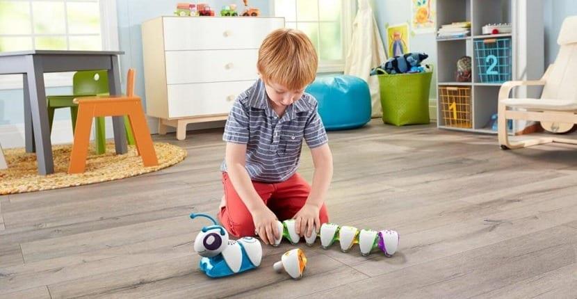 robot oruga para que los niños aprendan a programar