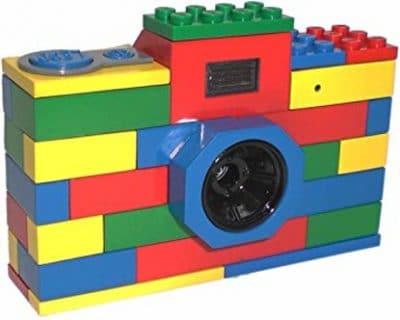Cámara fotográfica hecha con piezas de Lego.