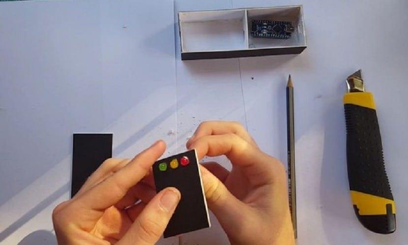 ejemplo de caja para el detector de mentiras