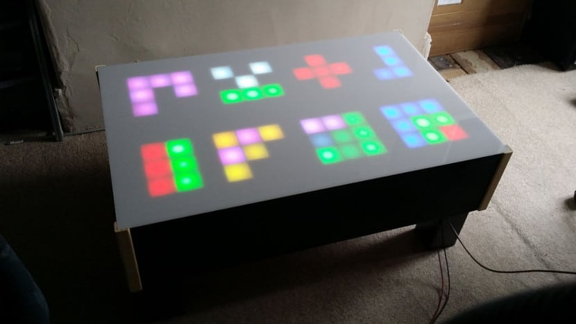 Mesa con diodos Led RGB y Arduino