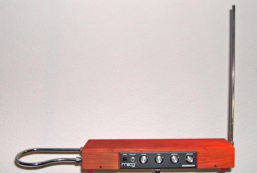 Theremin instrumento de madera