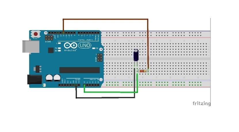Esquema por Fritzing con condensador y Arduino