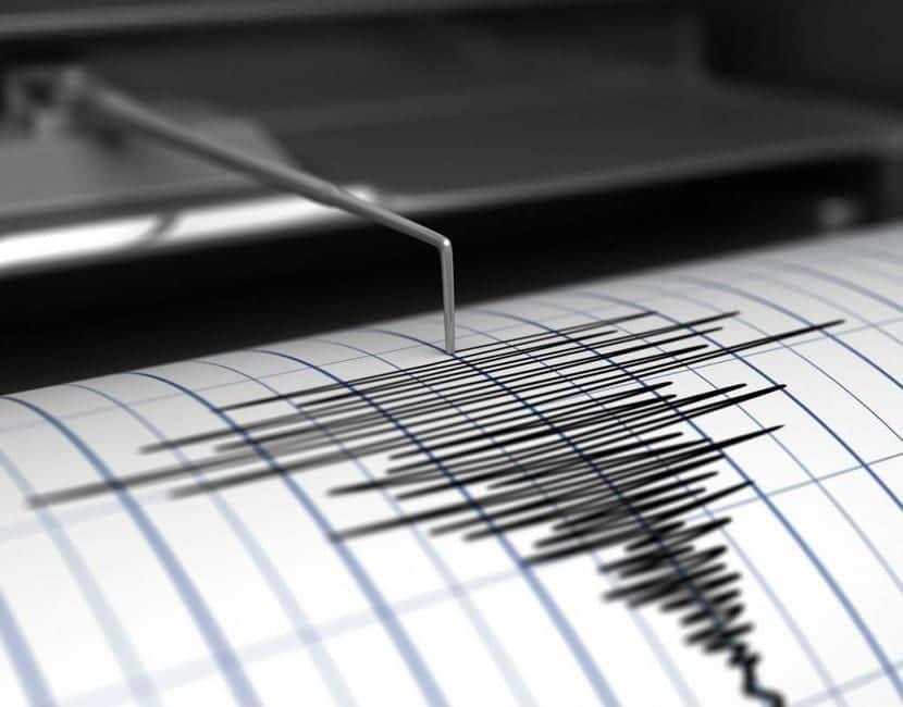 marca de sismógrafo en papel