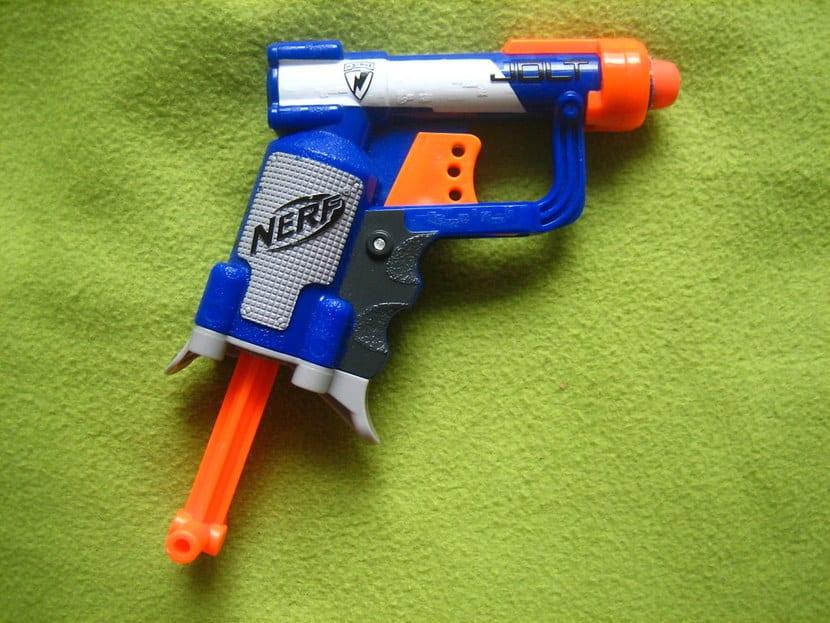 Pistola Nerf casera
