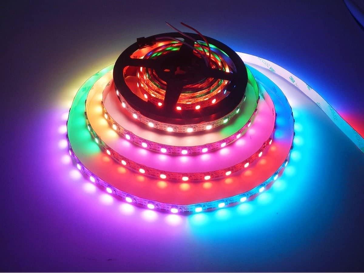 tira LED RGB WS2812B iluminada